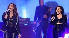 You Oughta Know (American Music Awards 2015) - Alanis Morissette, Demi Lovato