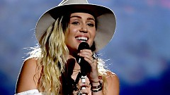 Malibu (2017 Billboard Music Awards) - Miley Cyrus