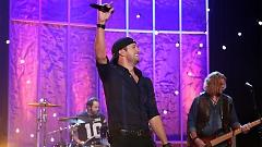 Kick The Dust Up (Live At The Ellen Show) - Luke Bryan