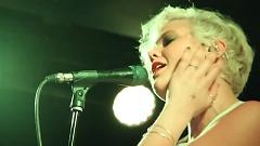 Somebody Loves You (Live In NYC) - Betty Who