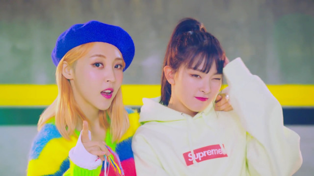 SELFISH - Moonbyul (Mamamoo), Seulgi (Red Velvet)